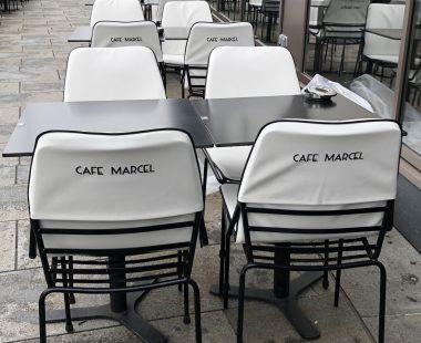 Housses pour chaise «Le café Marcel» à Caen