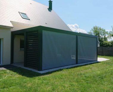 pergola bioclimatique avec stores ZIP