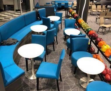 Rénovation de banquettes et chaises au «Bowling» de Mondeville